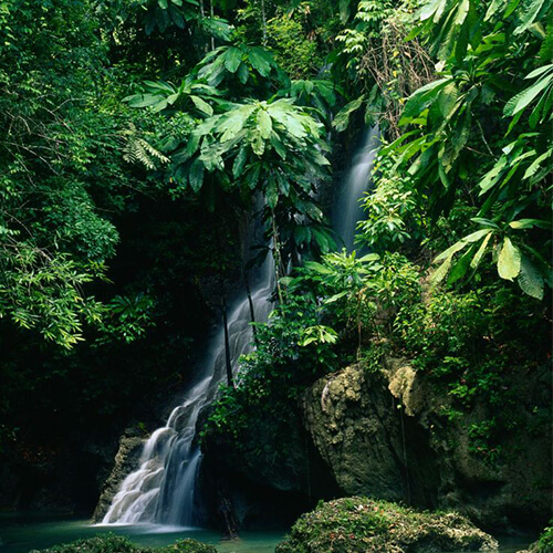 Jamaica Lies 90 Miles 145 Km South Of Cuba And 550 885 Miami